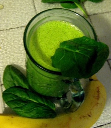 Green Protein Smoothie with Spinach, Banana and Peanut Butter
